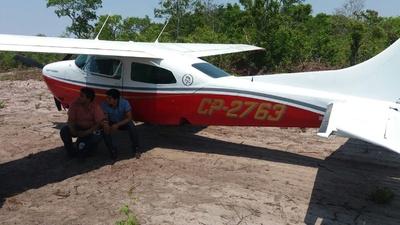 Bolivianos presos se protegem da sombra