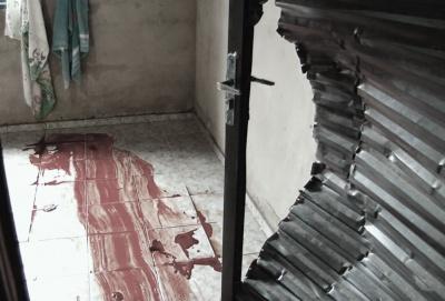 Adolescente tentou se proteger no quarto, mas a porta foi arrombada